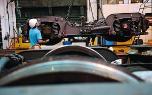 Le technicentre SNCF de Nevers est l'un des établissements les plus importants du territoire national. Avec quelque 900 collaborateurs, une vingtaine de corps de métiers différents, ce site de plus de 20 hectares, certifié ISO 14001 et classé centre d'excellence de 8 organes ferroviaires. Il travail avec toutes les séries de matériels TER et des composants utilisés par les matériels SNCF. Transport d'un bogie par pont roulant.